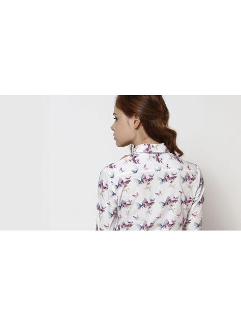 白色蝴蝶襯衫