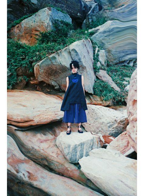 百年孤寂『黑山形立領無袖打褶洋裝』