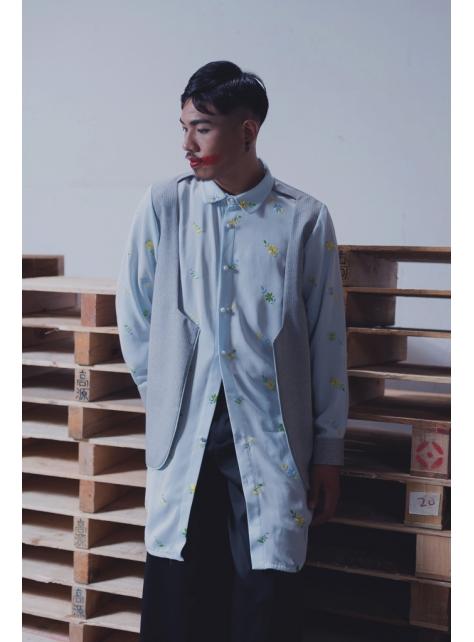 假兩件水藍繡花長版襯衫(162T05)