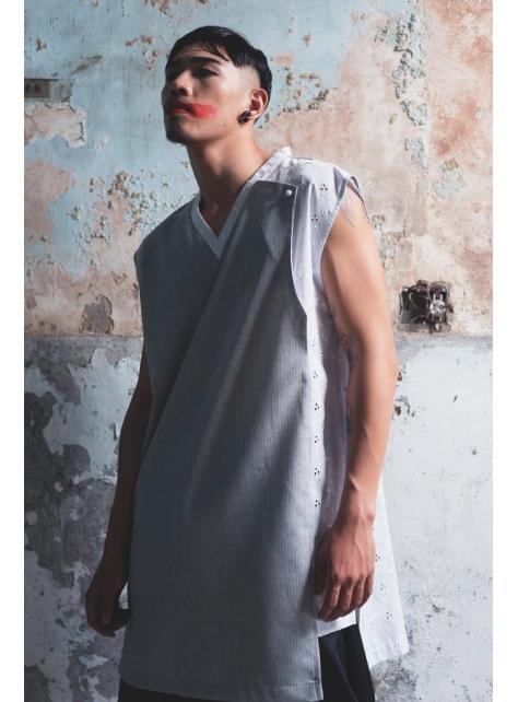 共版變化假兩件繡花無袖上衣(162T15)