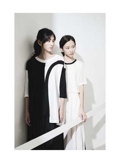 黑色窗框白色線條 純棉上衣