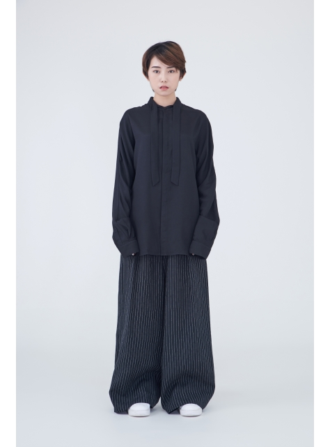 Department of collar shirt with long sleeves
