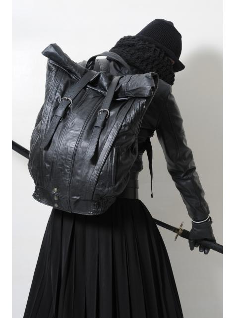 RED CAPACITY-SAMURAI-手做皮革皮衣改造捲蓋後背包