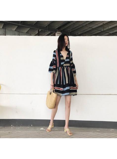 寬鬆V領條紋印花夏日洋裝