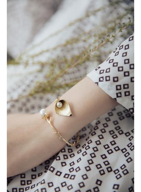 海芋。樹枝珍珠手環