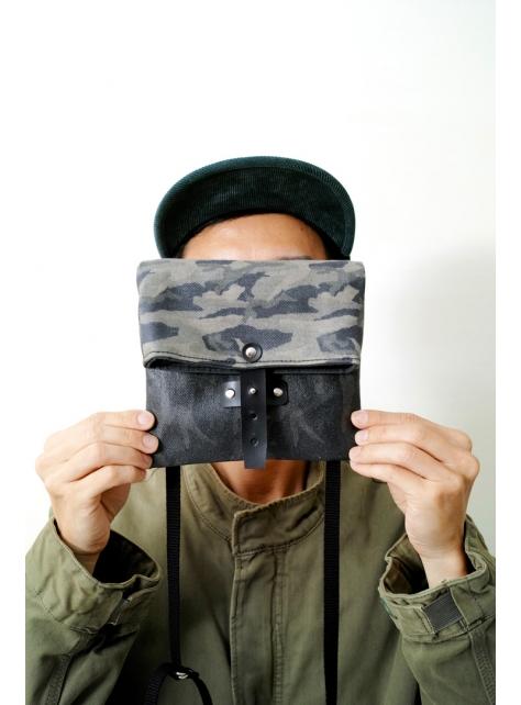 GUERRILLA-手做迷彩印花防水帆布折疊斜側揹/相機/收納包(附揹帶)