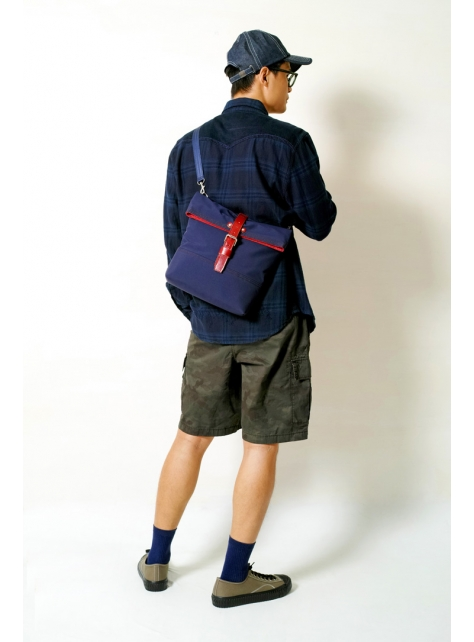 MIDNIGHT-手做皮革防水帆布折蓋式斜側揹/平板電腦包