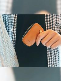 幫男友搭配了同樣是焦糖棕的鑰匙收納包,加上客製化刻字,太適合當禮物了(嗯?聖誕禮物瞬間打發?)